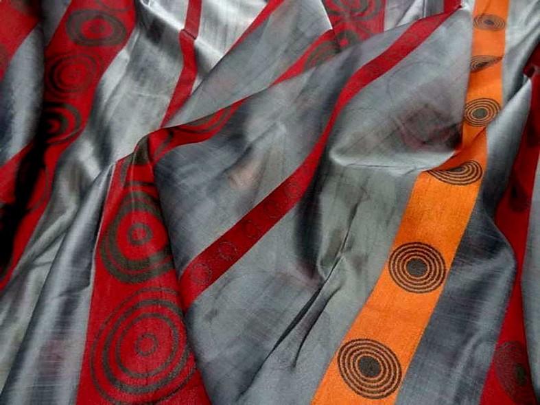 Organza gris motif frises rouge et orange 2