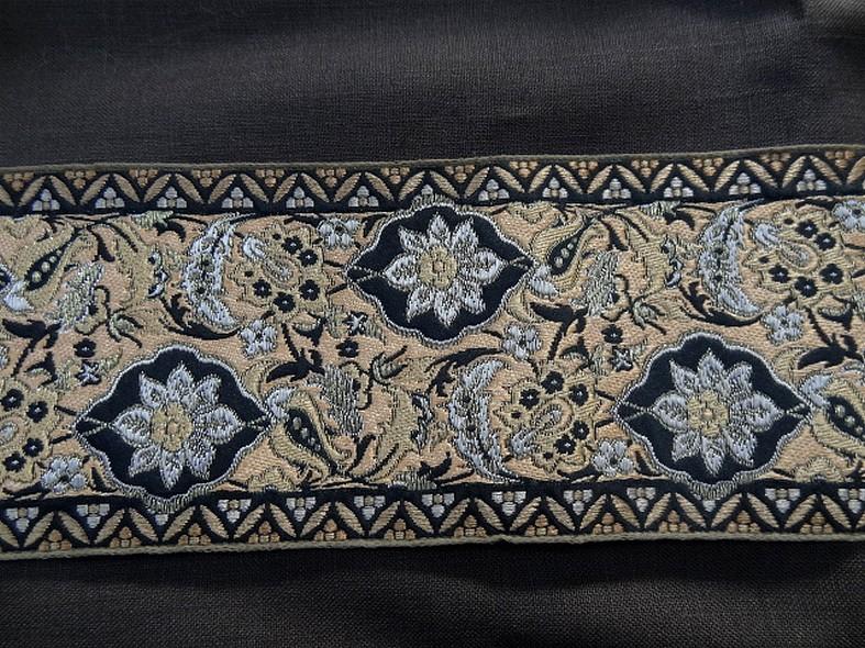 Passementerie beige noir or fleurie 1