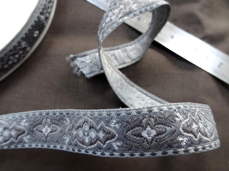 Passementerie ruban gris et taupe 1