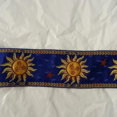 Passementerie soleil personnifie fond bleu 1