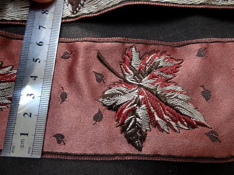 Passementerie vieux rose motif feuille brodee 2
