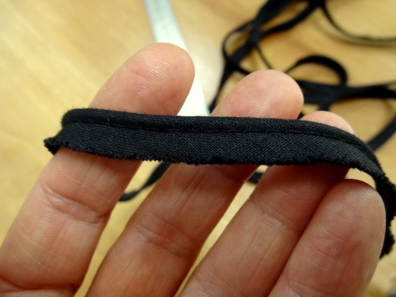 Passepoil tout textiles noir fin 3