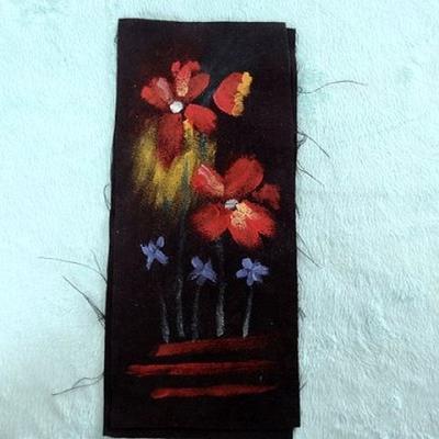 Piece patchwork en suedine noire peint a la main 1