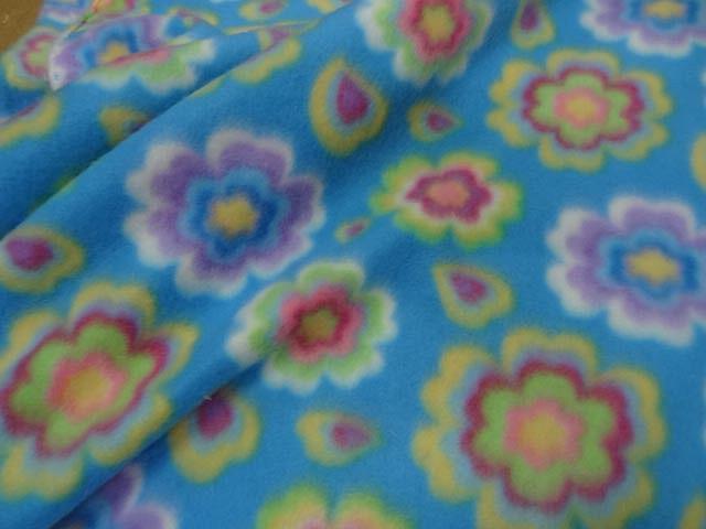 Polaire doudou bleu celeste enfant motifs fleurs 3