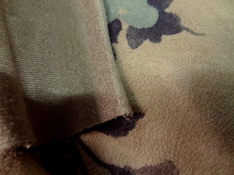 Poly suedine beige poudre motif fleuri bleu tendre et marron taupe 1