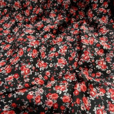 Polyester fin satin fond noir roses rouges 1