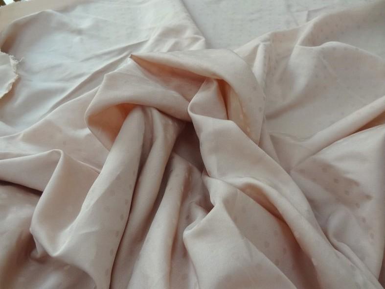 Polyester satine peche a plumetis 1