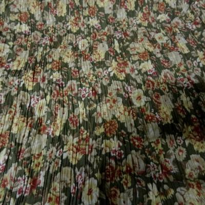 Polyester viscose vert asperge fleuri et plisse