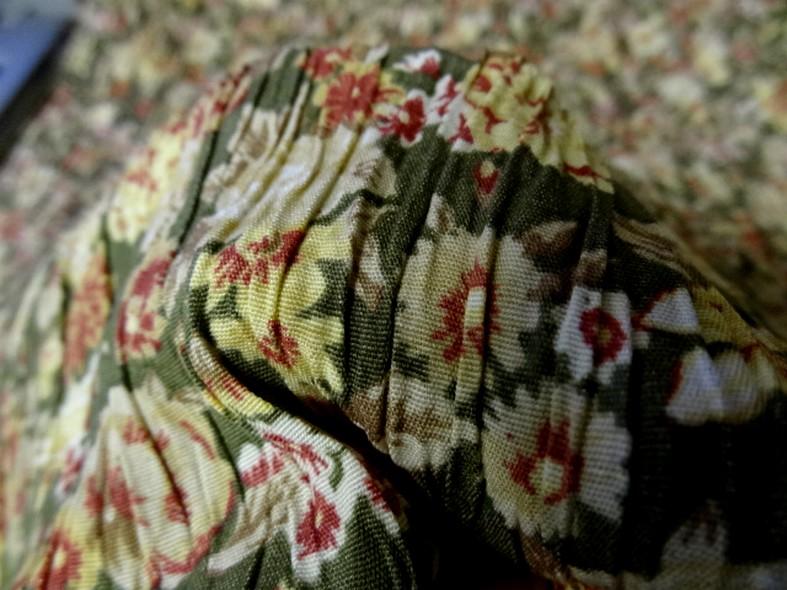 Polyester viscose vert asperge fleuri et plisse 1