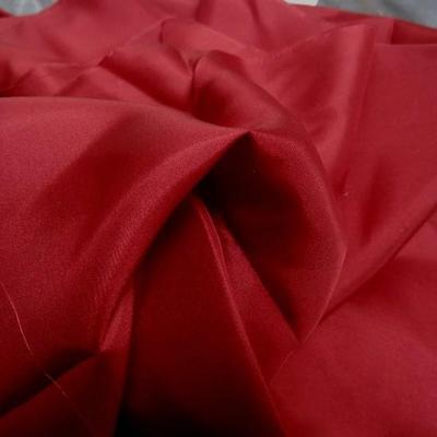 Ponge de soie rouge bordeaux 2