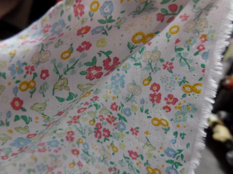 Popeline coton blanc fleurs acidulees 4