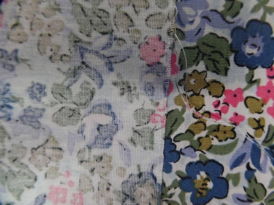 popeline coton blanche imprimé liberty fleurs bleu ,kaki,rose