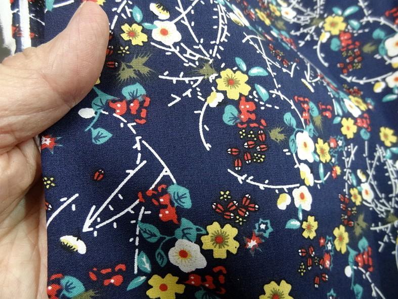 Popeline coton bleu marine fleurs et tiges rouge et jaune 2