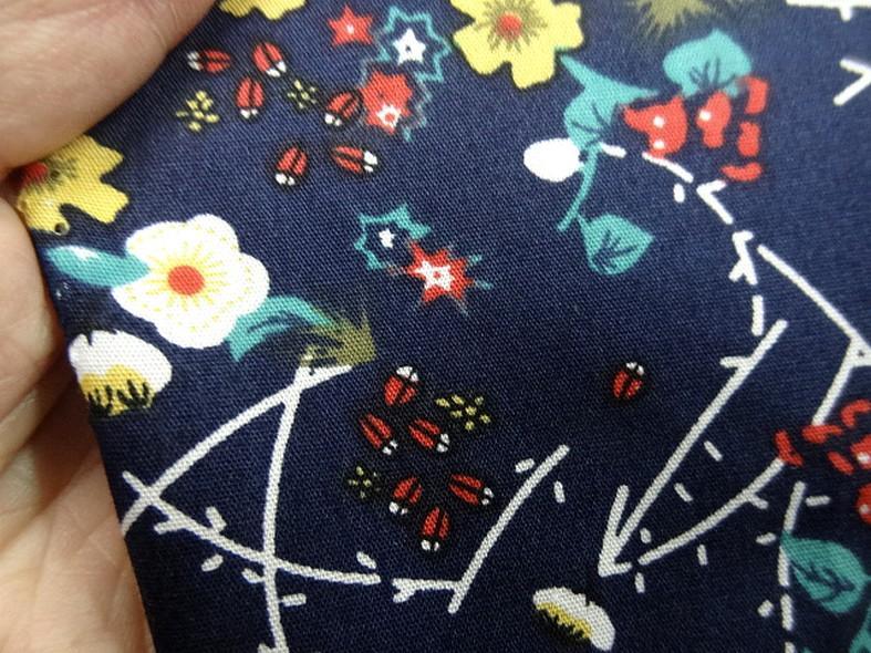 Popeline coton bleu marine fleurs et tiges rouge et jaune 5