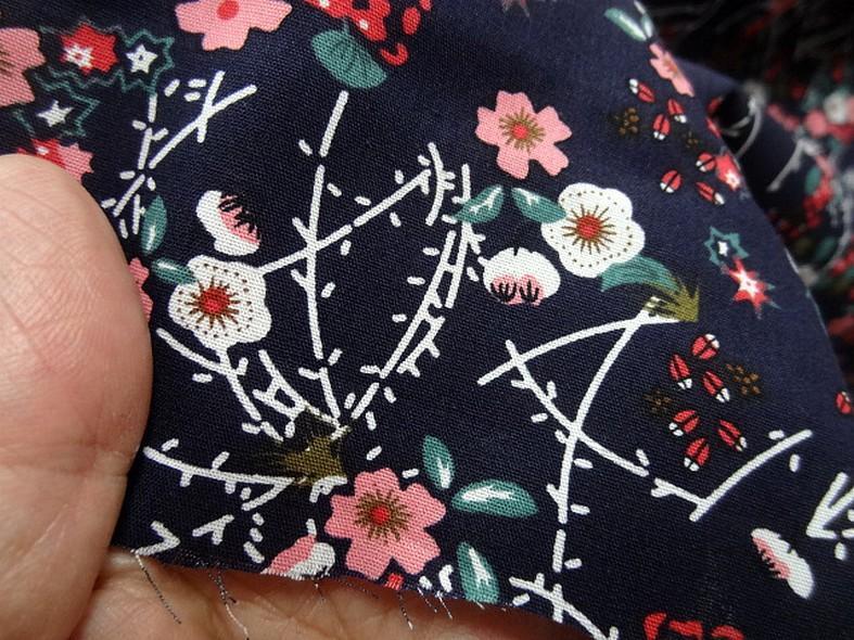 Popeline coton bleu nuit fleurs et tiges rose 3