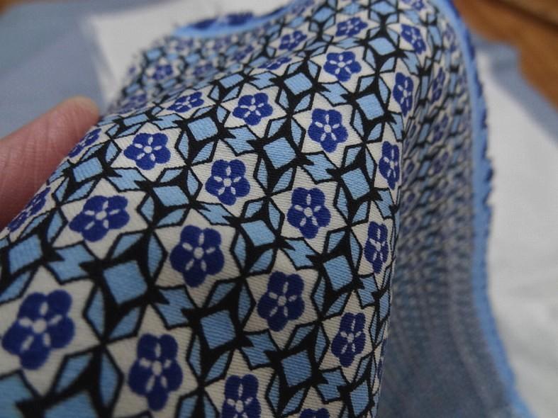 Popeline coton extensible petit motif rosace annee 50 3