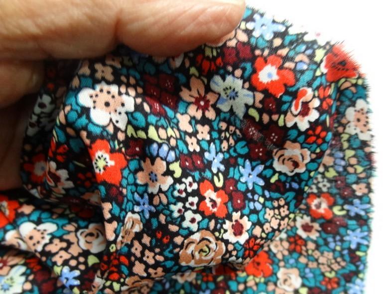 Popeline coton fleurie fond noir 4