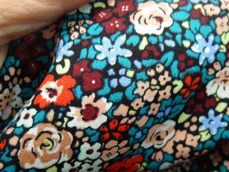 Popeline coton fleurie fond noir 6