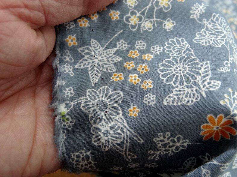 Popeline coton fond gris fleurs squelettes 4
