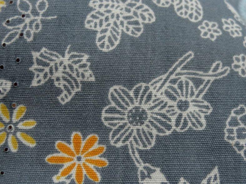Popeline coton fond gris fleurs squelettes 5