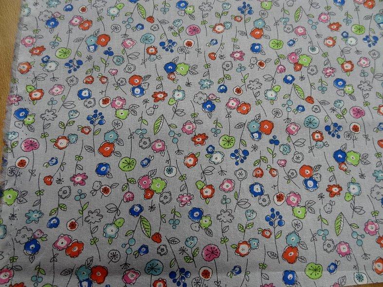 Popeline coton fond gris perle fleurs pretty 3
