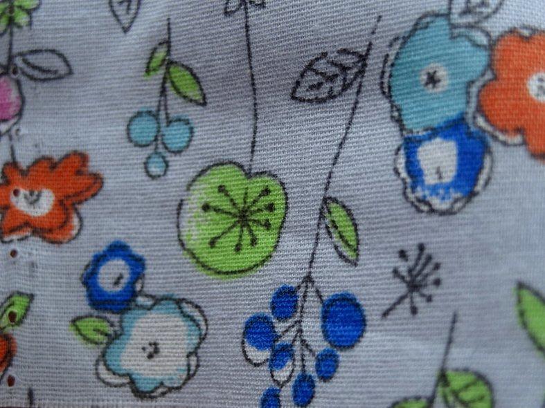 Popeline coton fond gris perle fleurs pretty 4