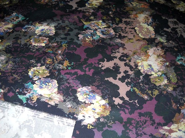 bengaline coton lycra noir prune motif oeillets 2