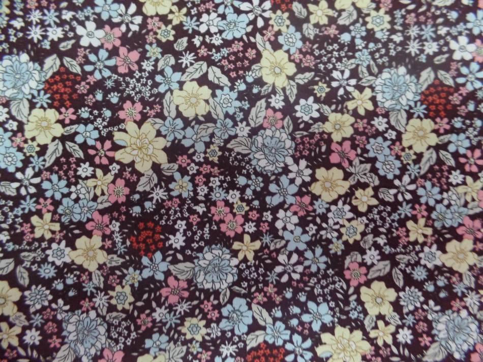 Popeline coton marron imprime liberty fleurs jaune et rose et bleu