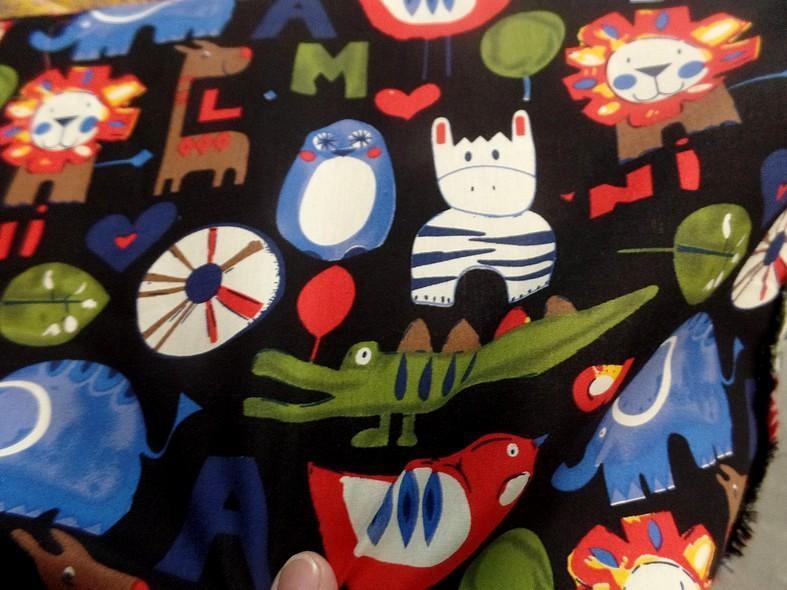 Popeline coton noir motifs animaux 1