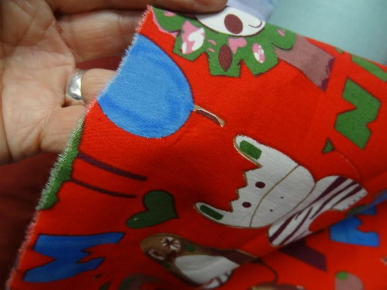 Popeline fond rouge motif animaux 1