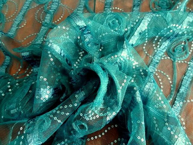 Resille bleu paon volutes et sequins 02