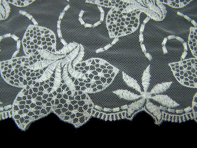 Resille dentelle en galon blanc brodee fleurs de lys 4
