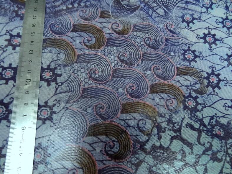 Resille en camaieu de bleus fleurs et volutes 3