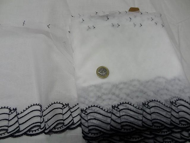 Resille fine blanche brodee rubans noir 1