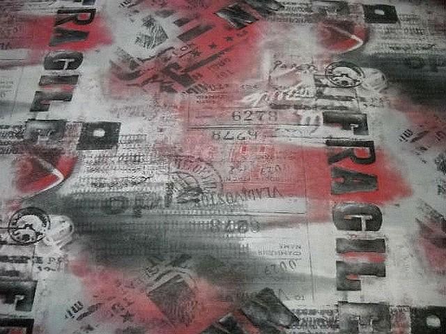 Resille fragile rouge blanc noir 1