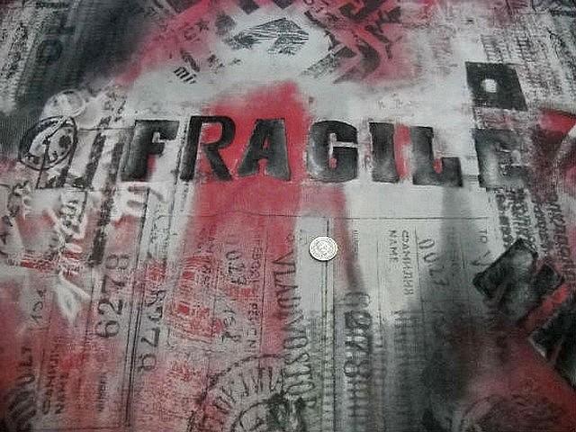 Resille fragile rouge blanc noir 2