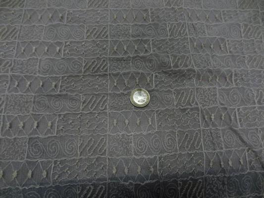 Résille gris clair surbrodée dorée 1