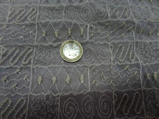 Résille gris clair surbrodée dorée 3