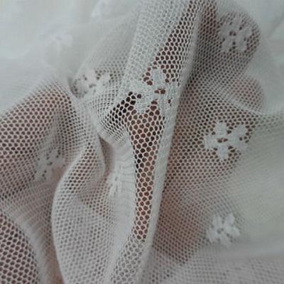 Resille lycra blanc motif tissé fleurette 2