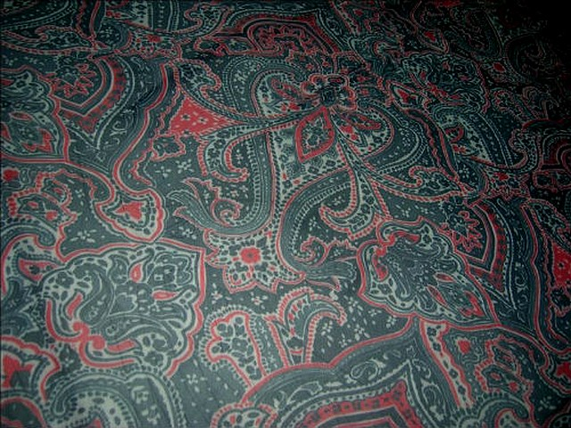 Resille lycra vert chrome rouge motif cachemire 1