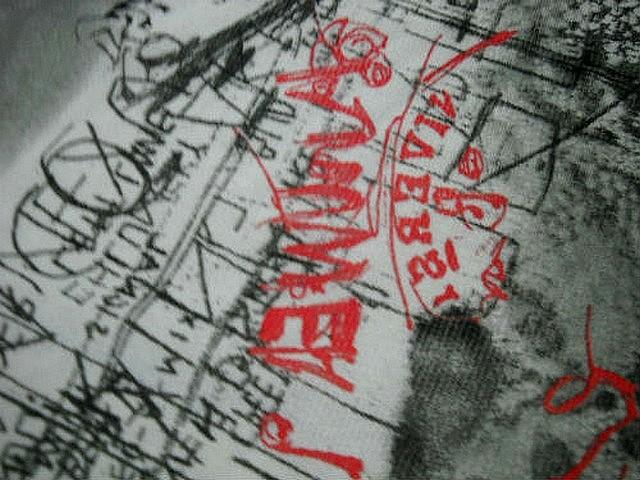 Resille motif dentelle et graffitis blanc noir rouge 2