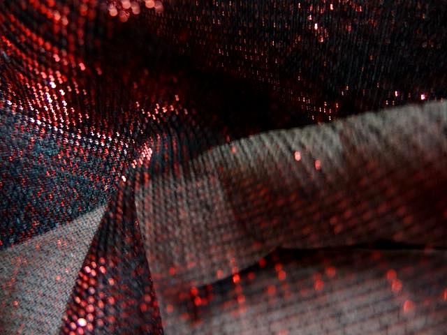 Resille noire fils lurex rouge 4