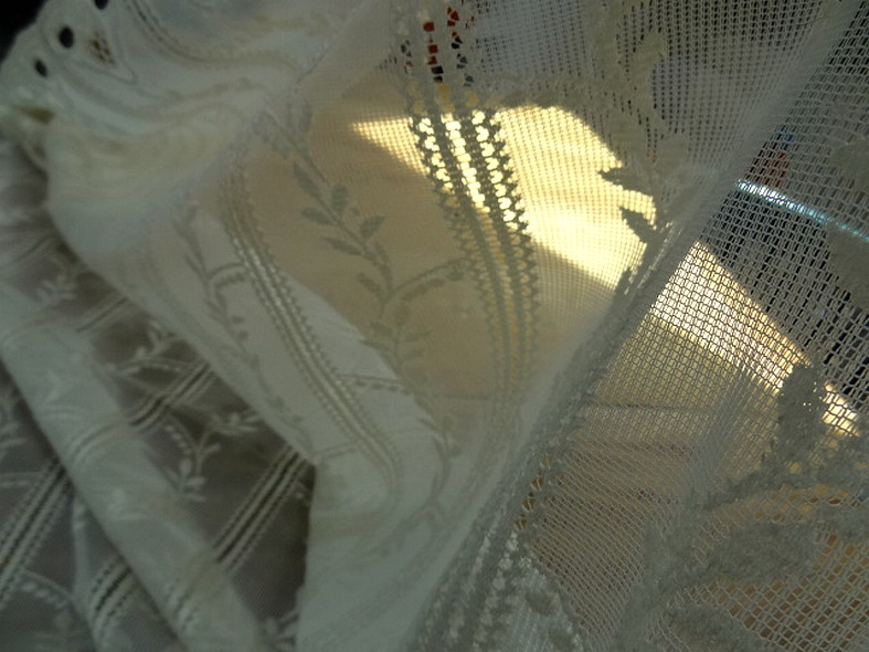 Rideau facon crochet blanc creme 1 68 m 4