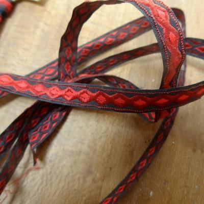 Ruban brode rouge motif infini 1