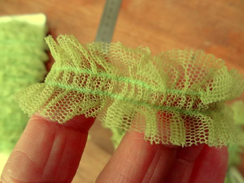 Ruban elastique resille froncee vert anis 3