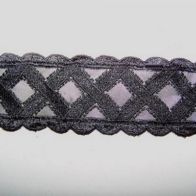 Ruban voile noir brode de croisillons 3