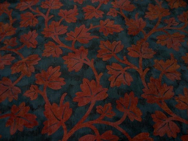 Satin ameublement bleu de prusse feuilles rouge cardinal 2