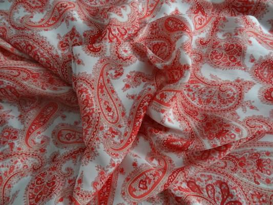 Satin blanc cachemire rouge 01