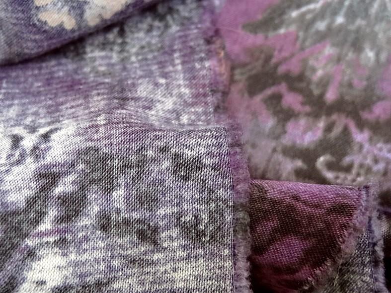 Satin coton viscose prune et violet fleuri 2