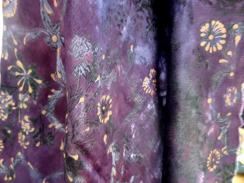 Satin coton viscose prune et violet fleuri 3